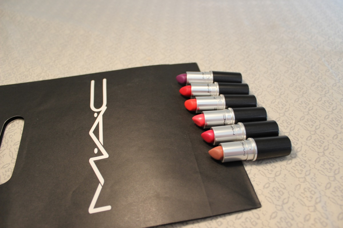 Valentina Sofia: Holiday giveaway: Win a MAC lipstick
